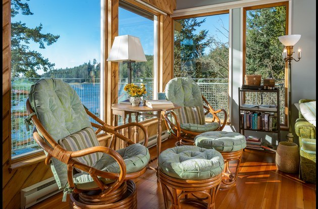 Bowen Island waterfront cabin with reading corner