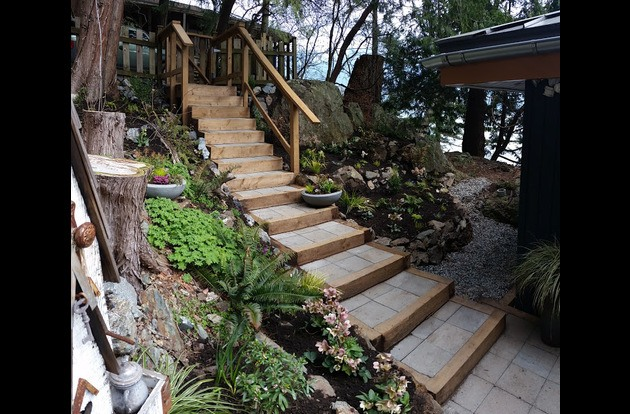 Thirteen steps from Parking to entry deck