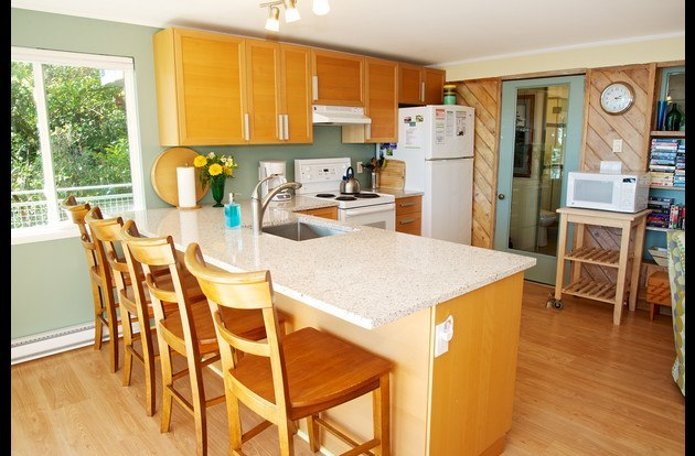 Complete kitchen with granite counter, dishwasher, fully supplied